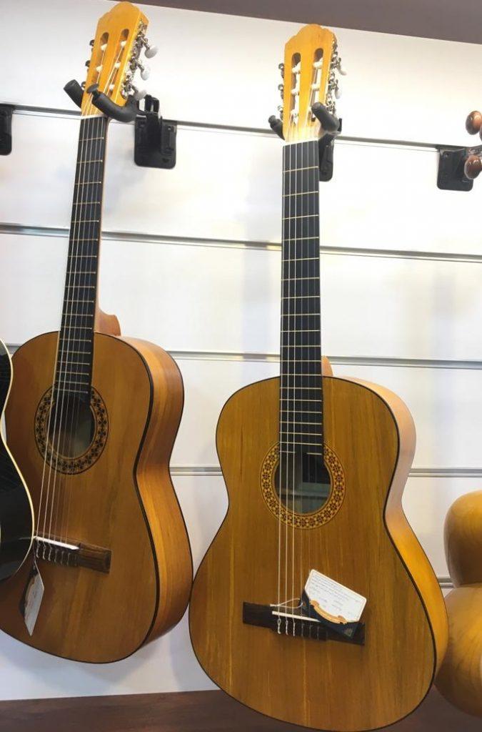 گیتارهای دلشاد